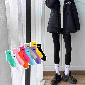 Medio NK moda Candy uomini gancio e donne è la stessa caramella moda colore sportive calze calzini di cotone gancio