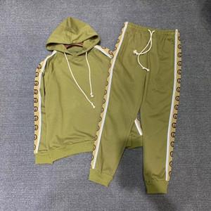Metallschädel-Niet Männer Sportswear Hoodie Sweatshirts Schwarz Winter Jogger Sportanzug Herren-Trainingsanzüge Trainingsanzüge Set plus Größe M-3XL
