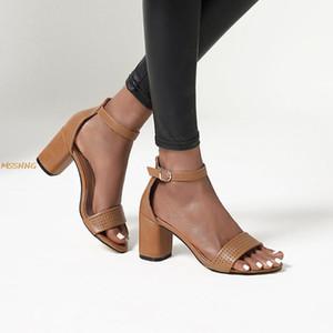 2020 sandalias de los tacones gruesos Moda de verano de las nuevas mujeres de la hebilla de la correa de las señoras de shooes sólido tacón alto Tamaño de las mujeres sandalias de Big 34-43