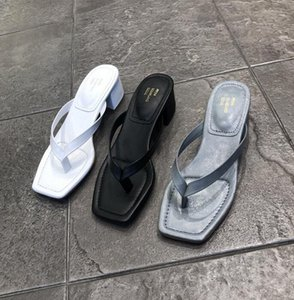 Designer Womens Summer Square Toes Outdoor Flip-Flops Chunky Heels Sandals Ladies Casual Sliders Flip Flop Slippers