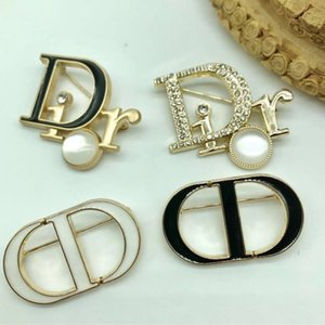Letter D Brooch Pins For Women Jewelry Dress Clothing Pins Rhinestone Exquisite Bling Bling Suit Brooch For party Festival Gift