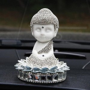 Car Ornament diamante di cristallo di ceramica statua del Buddha Miniature Vetture Interior Decoration Cruscotto Buddha ornamenti regali di D2PI #