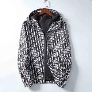 Осень Тонкие куртки для мужчин Brand Brand Designer Запуск куртки Бесплатная доставка Thin Ветровка Горячие Продажа Спортивные капюшоном Пальто Мужской Sportwears
