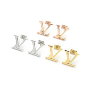 Top Quality stravagante stile d'acciaio di titanio punk borchie d'oro placcato orecchini lettera Hanging di perle per le donne Regali all'ingrosso