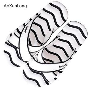 Listrado Moda AoXunLong Verão Chinelos Homens Outdoor Chinelos Non-Slip Massagem Homens 39-45 Big Size Slides