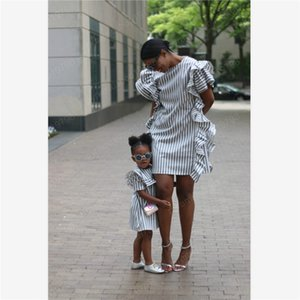Família Matching Vestidos Stripe Moda Verão Imprimir partido Filha Mãe Roupa Nova Mommy and Me Outfits bonito roupas