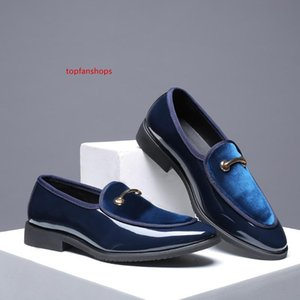 New Fashion Men Formal Patent Leather Flat Slip-on Dress Shoes Casual Pointed Toe Solid Color Wedding Loafers Men Shoes 8fgh 04