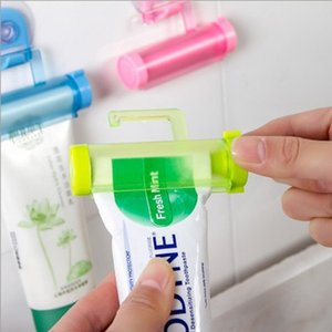 Plastic Toothpaste Rolling Tube Squeezer Useful Toothpaste Easy Dispenser Bathroom Holder Sucker Hook Facial Cleanser Squeezer DBC BH3551