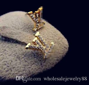 Wholesale Brand Letters llv Earrings Shiny Crystal Rhinestone Ear Studs Gold Silver Earring Women Bride Wedding Earring Jewelry 1.3*1.5cm
