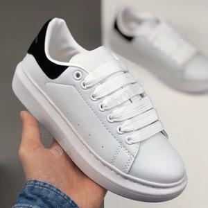 2020 NEW Velvet Black Mensfrauen Chaussures flach Schöne Plattform-beiläufige Turnschuh-Luxus-Designer-Schuh-Leder Unifarben Kleid Schuh