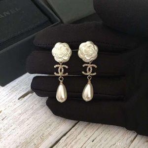 Designer's new flower studded pearl earrings Luxury designer and jewelry women earrings