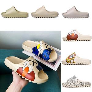Espuma corredor kanye west sandálias entupir sandália triplo gergelim Crânio Graffiti mulheres moda chinelo homens Tainers designer de praia deslizamento-em sapatas