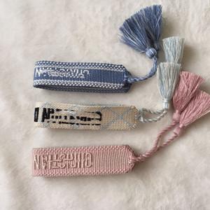 Bracelet Iconic L'amitié est une collection inspirée par le concepteur, faits à la main avec des fils colorés, bracelet en tissu lavable