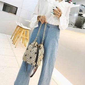 Latest Bucket Bag handbag purse High quality Geometric Handbags Plaid Chain Shoulder Crossbody bags Laser Diamond Bag Designer crossbody bag