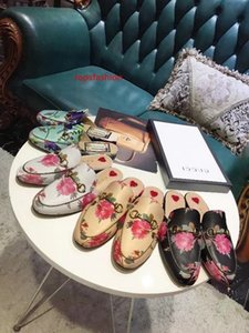 2019 Top Quality Letter Printing Flowers Birds Metal Buckle flip flop shoes Genuine leather Woman Casual Slippers Shoes 35-42 With