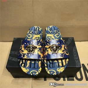 Mens classic fashion printed slippers metal head decoration light flat beach casual slippers Original packaging