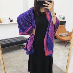 2020 Designer 100% Kaschmir-Schal Pashmina für Frauen mit bunten Einfassungen und Monogramm Jacquard-Hintergrund