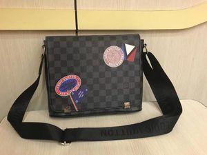2018 new famous Classic design fashion Men leather messenger bags cross body bag school bookbag shoulder bag briefcase 28CM6