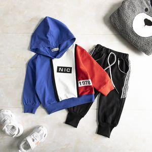Survêtement enfant en bas âge Automne Printemps Vêtements de bébé Enfants Garçons Filles Vêtements enfants coton Sweats à capuche Pantalons 2 pièces / ensembles