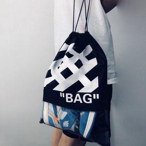 2020 Material Sacks não tecidos listras mochila cordão Sacos balck Outdoor Backpack Glitter Esportes ombro sacos de viagem ao ar livre balck branco