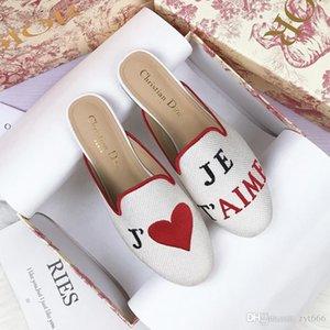 Lüks FashionDesigner ayakkabı işlemeli üç boyutlu harfli aşk terlik moda Baotou renk eşleştirme rahat kadın terlik
