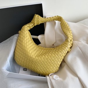 ins super Net Red King Xiao Jing A Xige with the same type woven single shoulder Hand hand hand bag armpit bag women 2020 new style