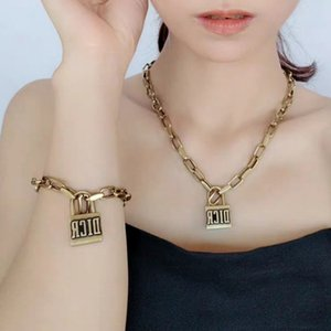 hot sale style Vintage Lock Short Pendant Necklace Women Lock Designer Letter Chain Necklace for Gift Party Jewelry lady gift