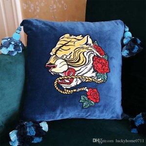 Diseñador de lujo bordada borla colgante amortiguador de la almohadilla regalos calientes decorativo almohada de terciopelo material de moda almohada decorativo del hogar