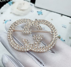 Brand Designer Brooches Stylish Alloy Bow Brooch Crystal Brooch Pins Women Clothing Suits Accessories Letter Brooches Jewelry JE0268