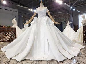 Satin wedding dress, simple super flash crystal hot diamond, super fairy, beautiful princess style, sexy word shoulder, ruffled female