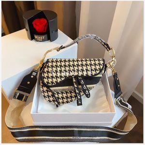 الصلبة العلامة التجارية اللون CROSSBODY السرج حقيبة رجل إمرأة فاخر مصمم حقيبة اليد رسول حقيبة أفضل نوعية فاخر مصمم حقائب 3 لون