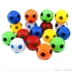 * 5 cm 4.5cm Football Footable Fidget Spinner balle en plastique à la main Spinner Réduire le stress et l'attention que don de jouets