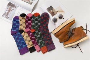 Caldo autunno della ragazza nuovo colore lettera caramelle mucchio mucchio tendenza calzini moda femminile multicolore calze di cotone selvatiche THN159 all'ingrosso