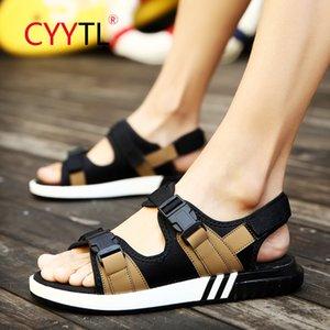 CYYTL 2020 verano nueva marea Marca Man deslizadores de los zapatos coreanos de los hombres de deslizamiento plana antideslizante sandalias al aire libre Sandalias Para Hombre