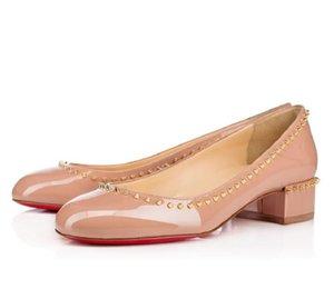 Designer-Partei-Kleid Frühling Sommer Chunky Heel Sandaletten neue Art und Weise Slip-Nietfrauen Sandalen aus echtem Leder Raumabdeckung Absatzschuhe
