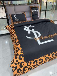 King Size Branded Cotton Bedding Set Designer Classic Letter Strip Duvet Cover Quilt Cover Brief Bedclothes Sheet Cartoon Comforter Cover