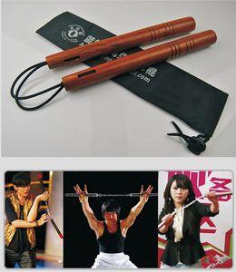 Al por mayor de madera Nunchakus cuerda combate real incandescentes Nunchakus artes marciales ejecución Suministro de KungFu Prop fábrica directamente