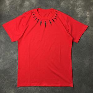 Мода мужская футболка Streetwear Мужчины Женщины Хип-хоп с коротким рукавом Мужские Стилисты Тис Черный Красный Белый Размер S-XL
