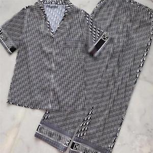 Pieno lettera stampata Donne Pigiameria All Seasons Soft Touch Lady Pajamas Set coperta casuale di seta femminile Home Abbigliamento