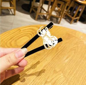 Dongdaemun, South Korea's new listing velvet pearl alphabet duckbill clip lady temperament bangs sweet hairpin free shipping