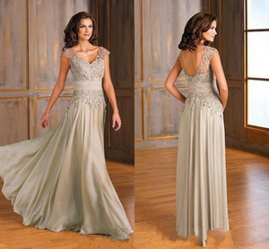 Summer Chiffon A Line Mother Of the Bride Dresses 2020 V Neck Appliqued Lace Evening Gowns Cap Sleeve Backless Wedding Guest Dress AL6533