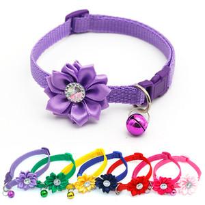 2020 Blumen-Art Hundehalsband Katzenhalsband kleine Glocke Loss Prevention Umhängeband bunter Diamant Bling Pet Dekoration 1 35Zr D2