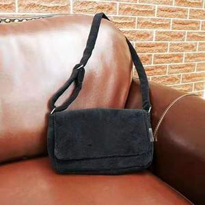 Mode sacs de maquillage noir célèbre logo paquet cotillons luxe sac à bandoulière de flanelle de bonne qualité en peluche de stockage CC Incliné sac à bandoulière