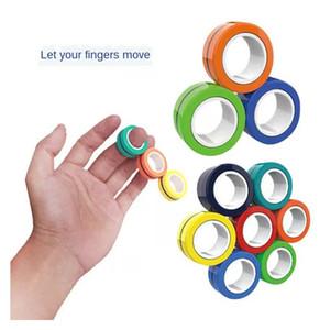 3pcs / Set Novità Magic Magic Anello magnetico a mano giocattolo Magnete Tricks Gioco Divertente Decompressione Anti-stress Silver Scopes Puntelli
