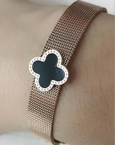 Classic simple and exquisite fashion titanium steel bracelet, clover watch with bracelet