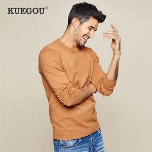 KUEGOU 2019 Otoño Blanco Negro Caqui punto de los hombres suéter ocasionales masculinos de los puentes de marca de punto estilo coreano ropa más del tamaño 8922 CX200803