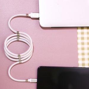 TOP Qualité auto rapide magnétique Winding USB C Câble pour téléphone mobile Aimant automatique Adsorption Type de câble C Mirco USB Chargeur Cordon fil