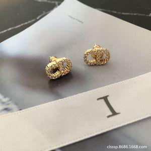 D 편지 다이아몬드 박힌 미니 귀걸이 여성의 달콤한 금속 스타일의 소형 CD 문자 귀걸이 귀걸이