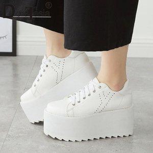 DORATASIA 2020 New Girl Fashion haute plate-forme Baskets Wedges Flats Women Ins Hot réfléchissant brevets Chaussures en cuir femme