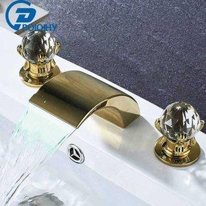 LED Robinet d'or 3PCS bassin Cascade Nickel Spout Salle de bain Robinets pont monté deux poignées trois trous Robinet mitigeur poignée en cristal
